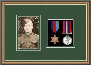 Military Medal Frame – M2PH-49H Walnut-Forest Green Mount