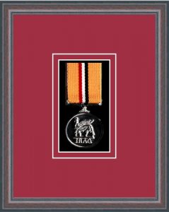 Military Medal Frame – M1-8C Oak-Beaujolais Mount