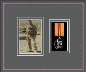 Military Medal Frame – M1PH-8C Oak-Grey Mount