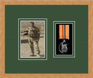 Military Medal Frame – M1PH-98F Light Woodgrain-Forest Green Mount