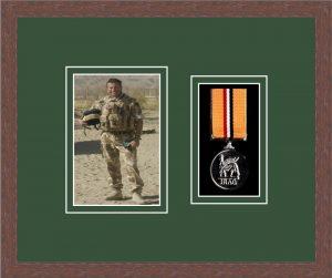 Military Medal Frame – M1PH-99F Dark Woodgrain-Forest Green Mount