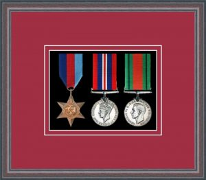 Military Medal Frame – M3-8C Oak-Beaujolais Mount