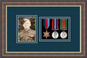 Military Medal Frame – M3PH-45F Mahogany-Nightshade Mount