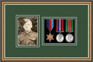 Military Medal Frame – M3PH-49H Walnut-Forest Green Mount