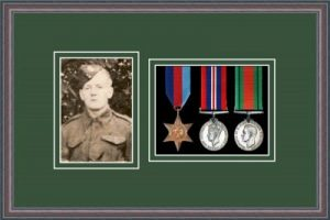 Military Medal Frame – M3PH-8C Oak-Forest Green Mount