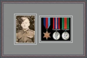 Military Medal Frame – M3PH-8C Oak-Grey Mount