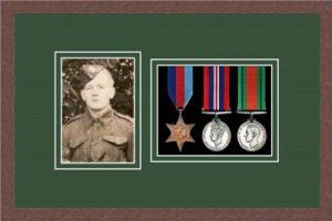 Military Medal Frame – M3PH-99F Dark Woodgrain-Forest Green Mount