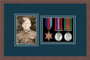 Military Medal Frame – M3PH-99F Dark Woodgrain-Nightshade Mount