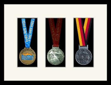 Marathon Medal Frame – S15-77i Black-Antique White Mount